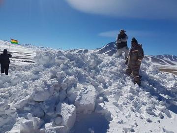 Limpian la nevada de las vías en el sudoeste potosino