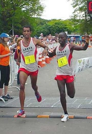 Kenianos ganan el Maratón de Río de Janeiro