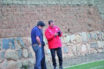 El técnico Carlos Leeb define hoy su onceno titular