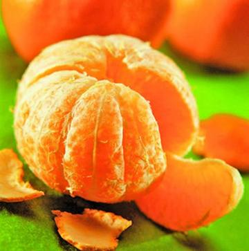 Dan fruta y alimentos calientes a los alumnos