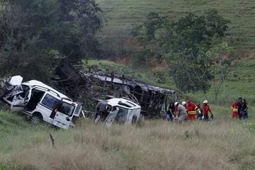 Múltiple accidente de tránsito en Brasil deja 21 personas muertas