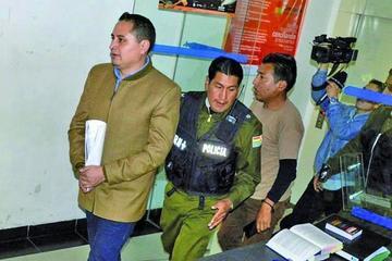 El expresidente de YPFB sigue en celdas por falta de custodio policial