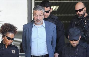 Condenan por caso Petrobras a un exministro de Lula y Rousseff
