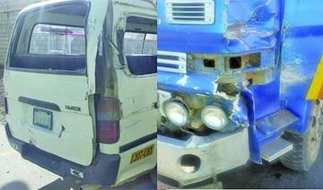 Una colisión entre una volqueta y un minibús deja cinco heridos