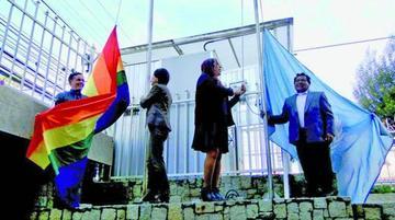 ONU iza la bandera del Orgullo en la ciudad de La Paz