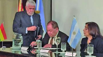 Argentina y Bolivia pactan luchar contra los delitos transnacionales