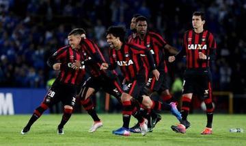 """Paranaense y Santos se miden en el """"Durival Britto"""""""