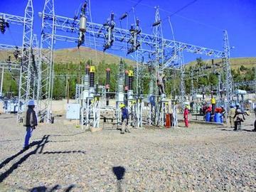 Cortan la electricidad para instalar dos transformadores