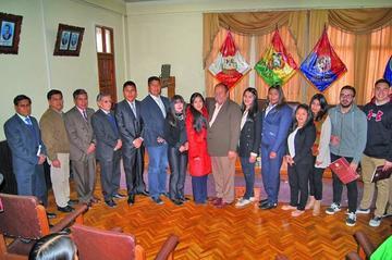 Siete alumnos de la UATF obtienen becas internacionales