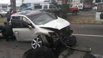 Vehículo provoca choque múltiple en el segundo anillo en Santa Cruz