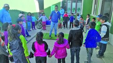 Policías fortalecen la educación vial en menores de edad