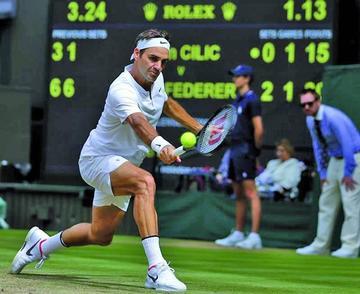 Federer reaparece en el podio mundial