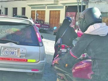 Hay más motociclistas que usan el casco de seguridad