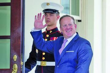 Sean Spicer presenta renuncia como portavoz de la Casa Blanca