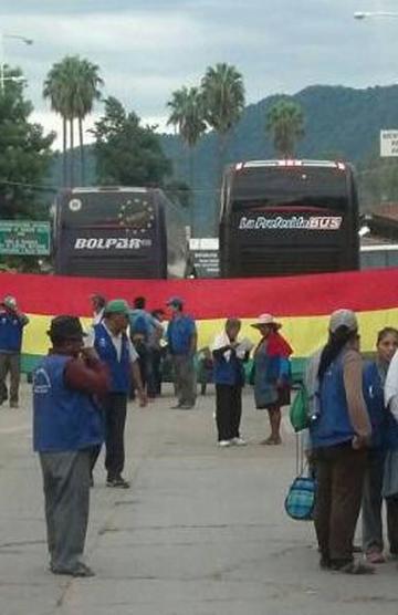 Se intensifica más el bloqueo en la frontera con Argentina
