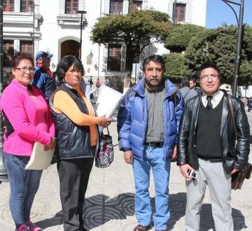 Vecinos tratan de convocar a un congreso