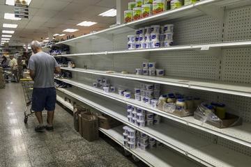 Venezolanos acopian gasolina y alimentos ante paro de 48 horas