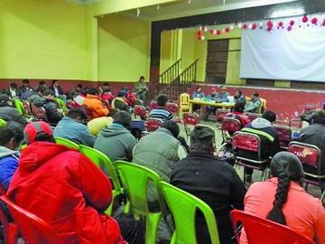 Trabajadores de Potosí acatan paro contra el alza de la electricidad