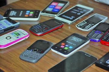 Felcc indaga a quienes pertenecen celulares comisados en operativo