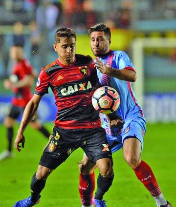 Sport Recife sufre para ganar a Arsenal