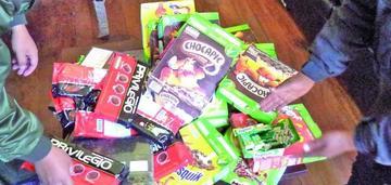 Incautan lote de medicamentos en tiendas y productos con fechas vencidas