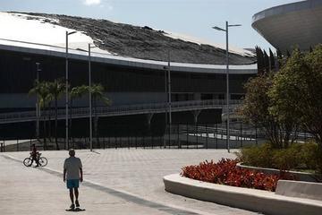 Incendio destruye tejado de velódromo de Río