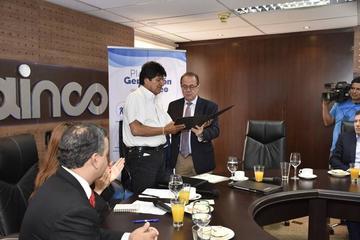 Gobierno y empresarios firman un convenio para crear empleos