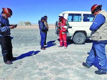 Denuncian que chinos explotan a bolivianos en el Salar de Uyuni
