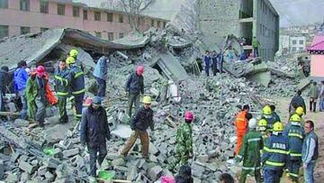 Hay más de 10 muertos y 150 heridos por sismo en el suroeste de China