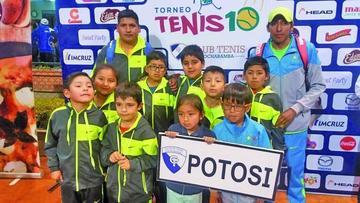 Potosinos suben al podio de ganadores en el Torneo Nacional de Tenis Sub 10