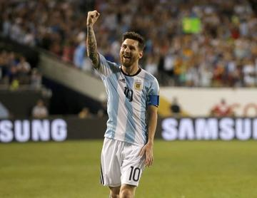 Messi y Dybala lideran la lista argentina