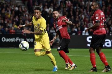 Neymar marca y lidera la victoria de PSG