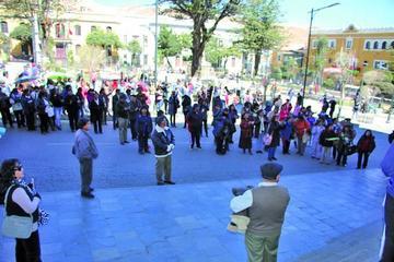 Padres de familia piden reiniciar clases y anuncian movilización
