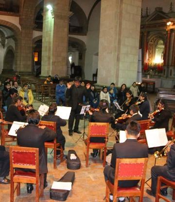 Orquesta juvenil municipal presenta un corto recital