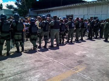 Cierran una cárcel venezolana en la que murieron 37 personas