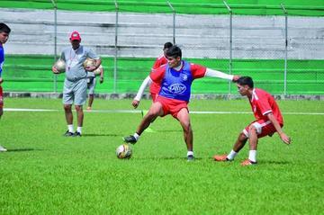 Antelo se inclina por Álvarez y Lafuente en la ofensiva