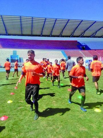 El técnico Méndez se enfoca en la parte física del plantel de Stormers San Lorenzo