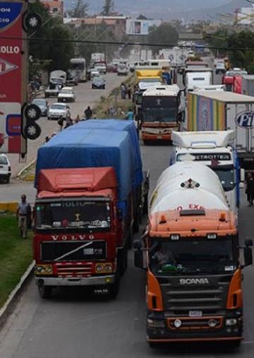 El transporte pesado inicia paro nacional desde mañana domingo