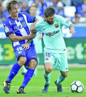 Barcelona vence 2-0 a Deportivo Alavés