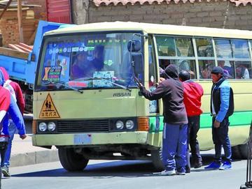 Choferes amenazan con medidas de presión por perjuicios al transporte
