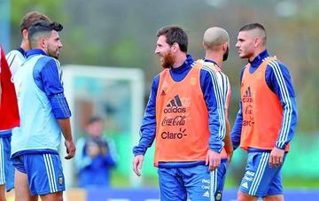 Argentina se entrena con Messi pero sin Lanzini