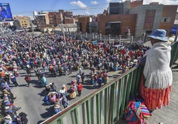 Las mujeres de Achacachi llevan vigilia al TDJ de La Paz