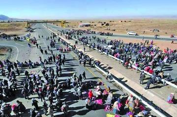 Pobladores de Achacachi y fabriles de La Paz firman pacto de unidad