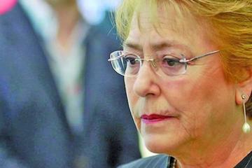Bachelet releva al equipo económico en momento político y financiero clave