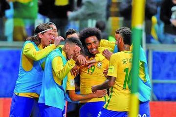 Brasil deja más lejos a Ecuador del Mundial