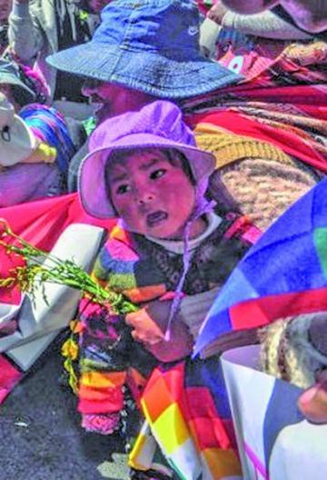 Niños y Ponchos Rojos marchan exigiendo soluciones a demandas