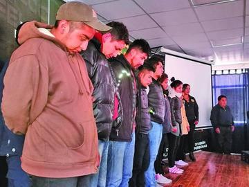 Identifican y presentan a los ocho acusados de matar a universitario