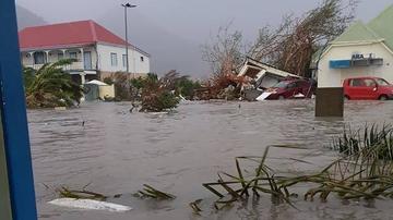 Huracán Irma está en Puerto Rico, deja un muerto y daños