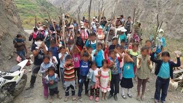 Cocaleros de Munaypata arman a sus niños para evitar la erradicación