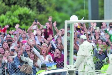 El Papa pide a católicos vivir sin violencia y en paz en Colombia